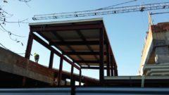 Panel de madera sobre estructura metálica. Cubierta de la escuela infantil de primer ciclo Campoamor (Valencia).