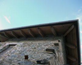 Aleros de panel de madera con núcleo aislante para tejados.