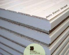 Panel de madera con aislamiento acabado abeto blanco decapé.