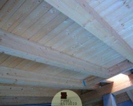 Cubierta de estructura de madera natural y panel sandwich de madera sin barnizar. Panel cubierta madera.