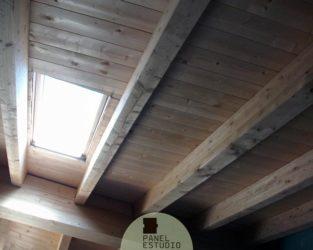 Panel aislante de cubierta acabado de friso pino natural sin barnizar. Panel aislante madera.