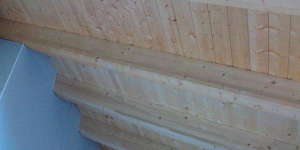 Panel de cubierta acabado de friso pino natural sin barnizar con aislamiento. Madera aislamiento.