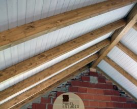 Obra nueva techo blanco madera.