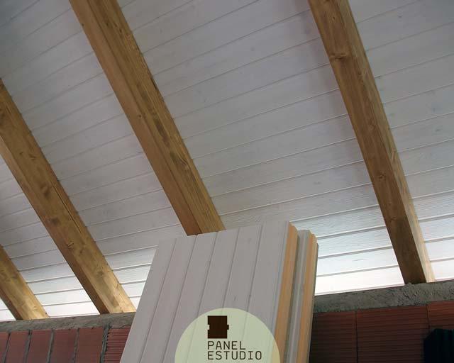 Techo friso blanco paneles de madera con n cleo aislante - Aislante humedad paredes ...