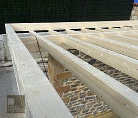 Estructura y vigas de madera.