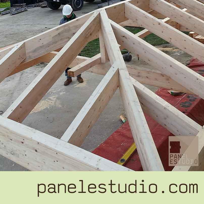 Fabricaci n y montaje de cubiertas paneles de madera con for Como hacer tejados de madera
