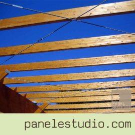 Vigas de madera y estructura de madera. www.panelestudio.com