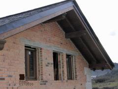 Cubierta de vivienda con panel de madera BICAPA para forjado perdido con acabado decorativo. Obra nueva.
