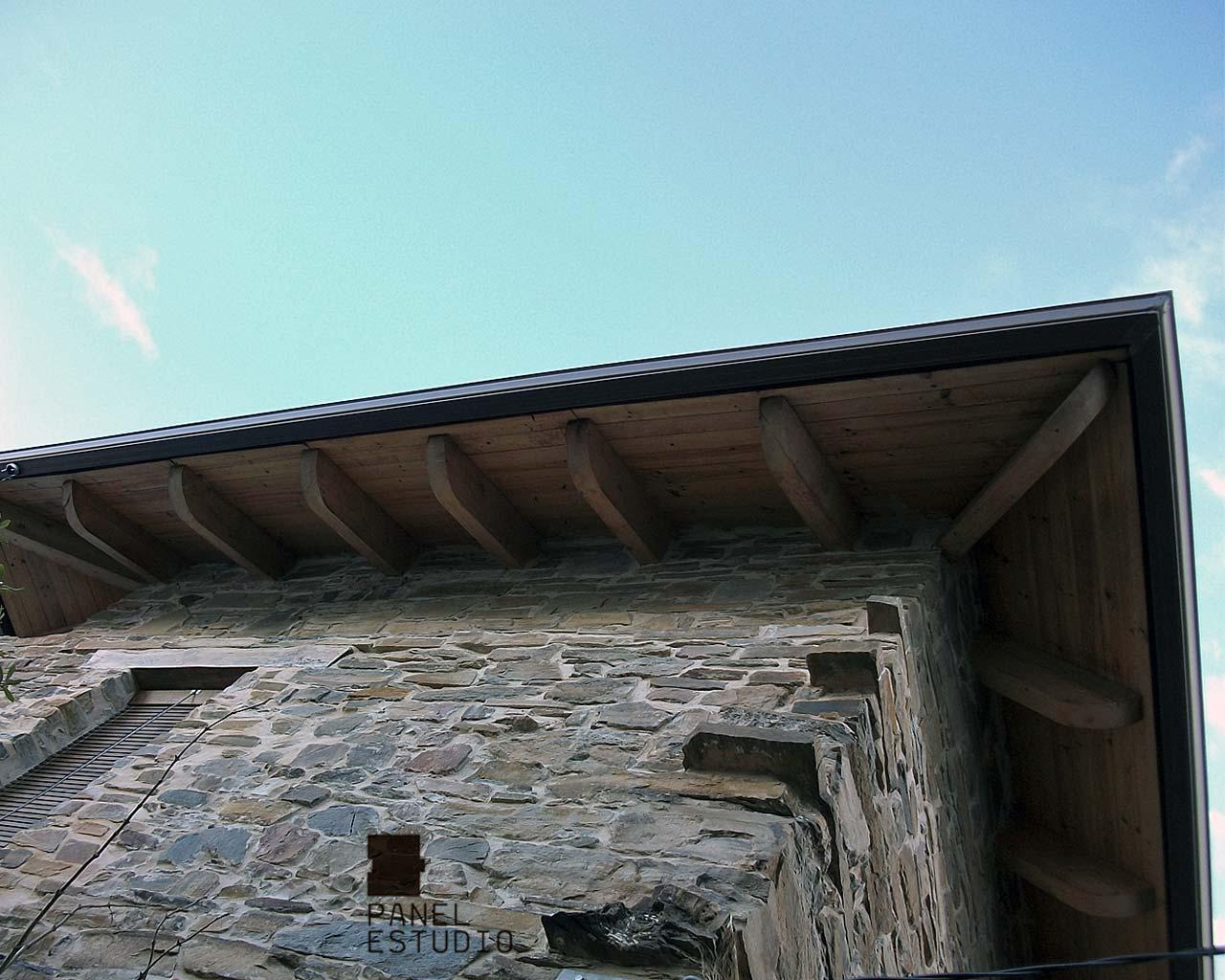 Aleros de panel de madera con n cleo aislante para tejados for Aislante para tejados