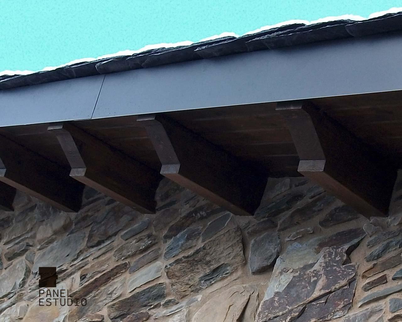 Remate protector del alero de panel de madera para for Tejados de madera modernos