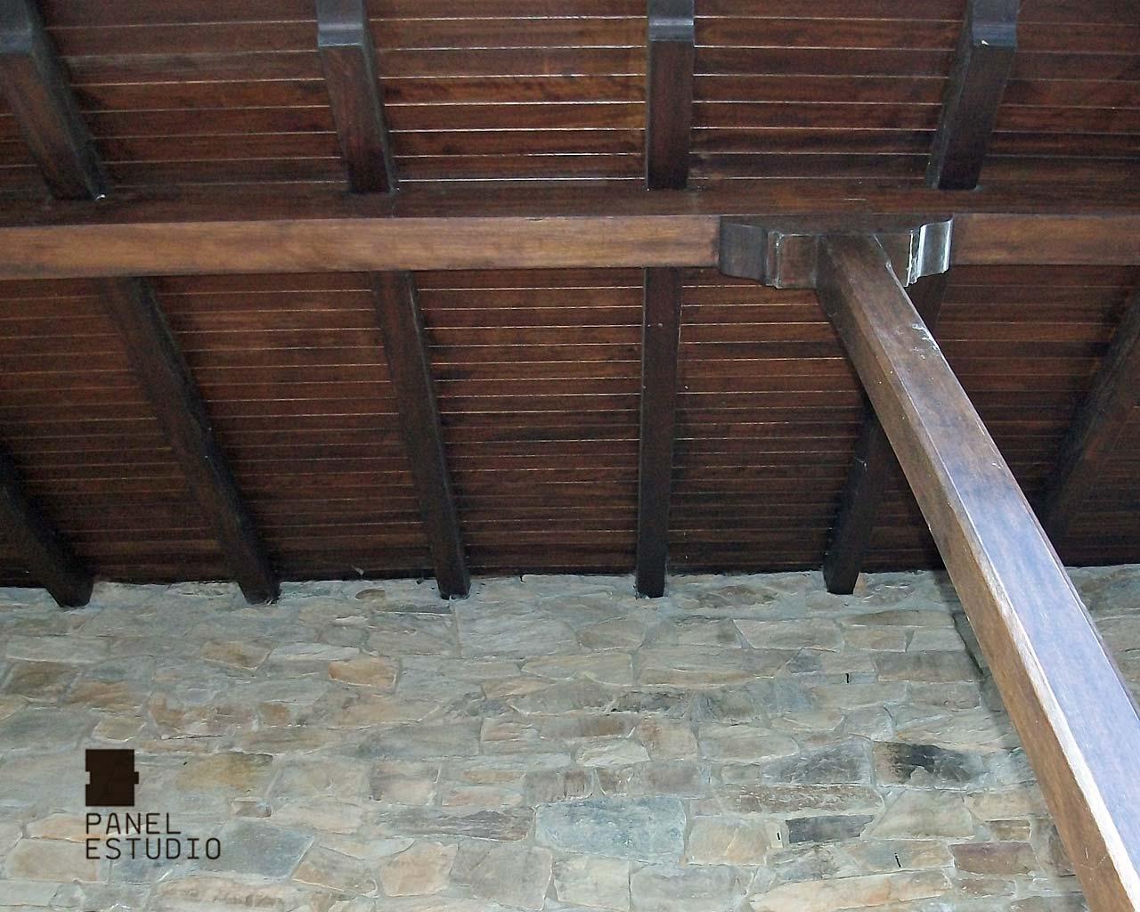 Tejado de panel de madera con aislamiento en n cleo for Tejados de madera vista
