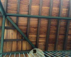 Cubierta de madera de Iroko. Panel sandwich de madera de iroko para cubierta con núcleo aislante.