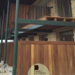 Decoración con madera de Iroko. Panel de cubierta y entreplanta.