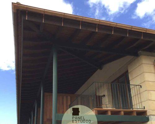 Panel sandwich de cubierta y entreplanta acabado iroko. Iroko para cubiertas, suelos y paredes.