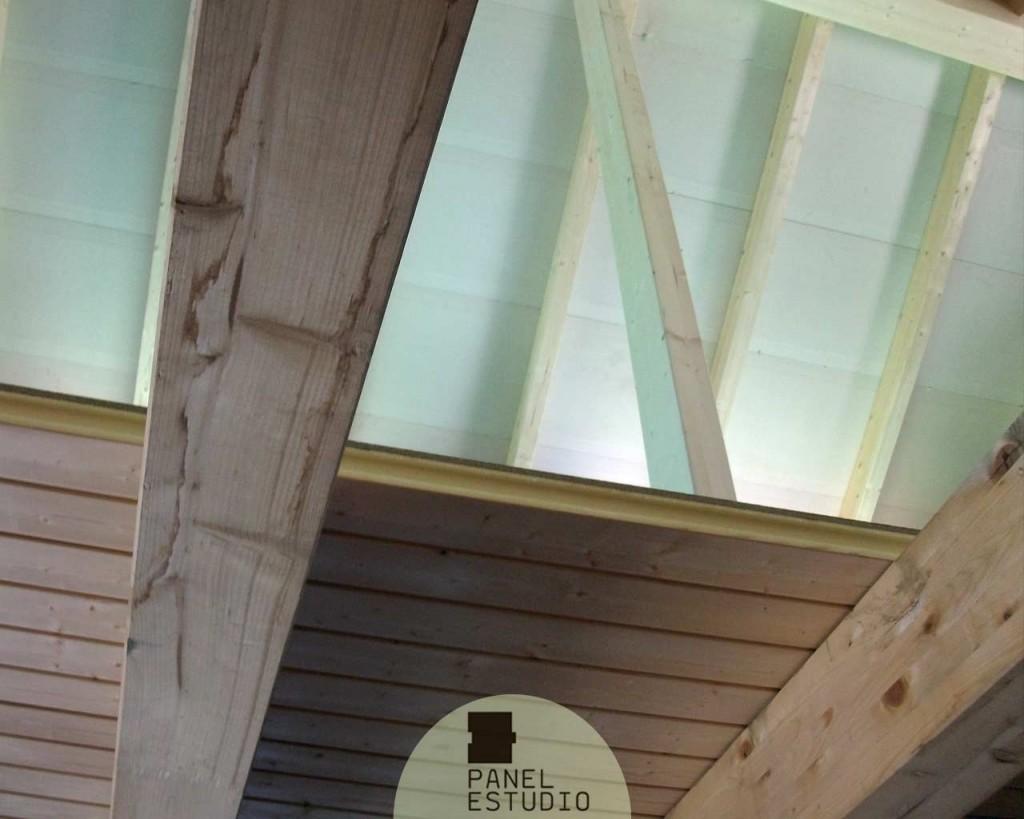 Panel entreplanta en friso abeto sin barnizar y con núcleo aislante.