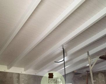 Aislamiento tejado con panel sandwich de madera con aislante. Madrid paneles abeto blanco.